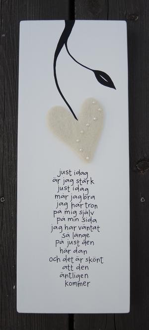 Just idag är jag stark just idag mår jag bra jag har tron på mig själv på min sida jag har väntat så länge på just den här dan och det är skönt att den äntligen kommer